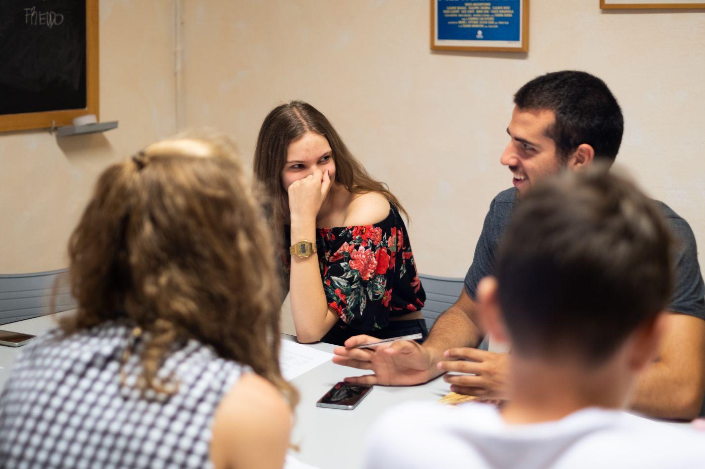 A group of teacher talks in the calssroom at EUROPASS Teacher Academy