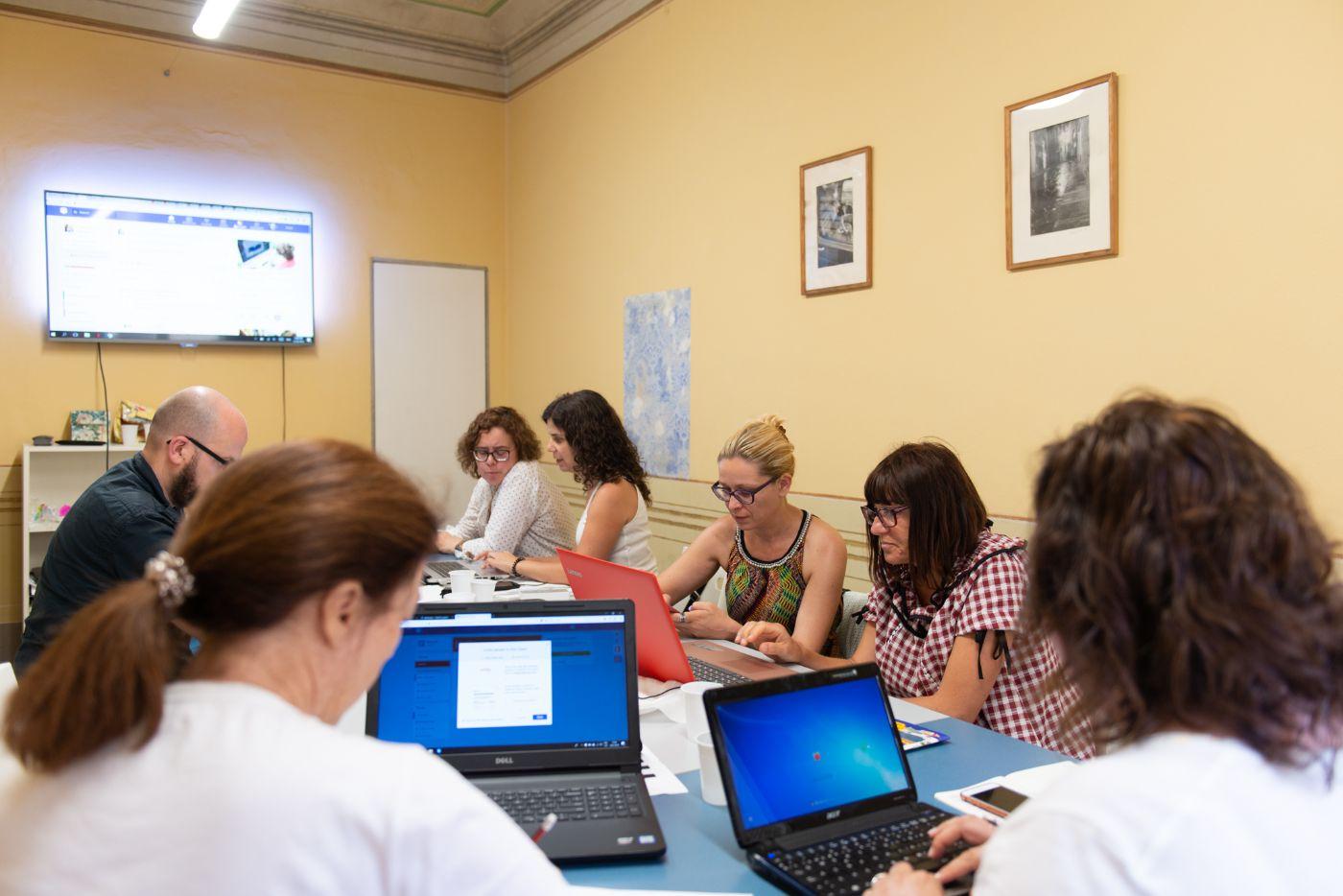 A group of teachers learn about using apps to teach at EUROPASS Teacher Academy